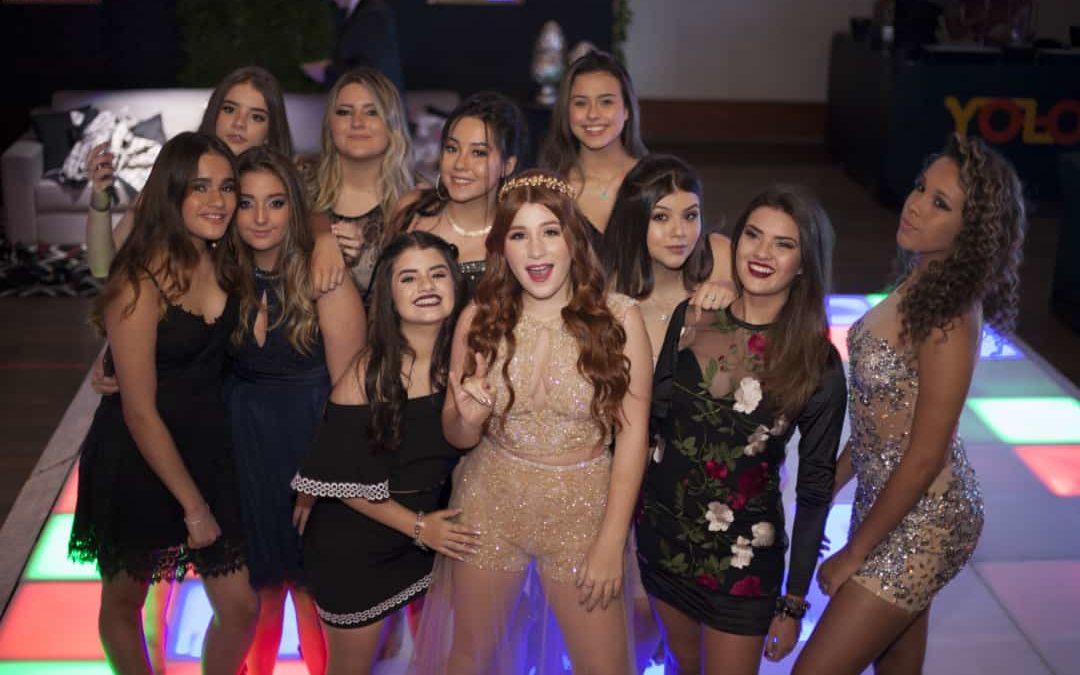 Atriz Giulia Garcia realiza Festa de Debutante com participação elenco de Chiquititas