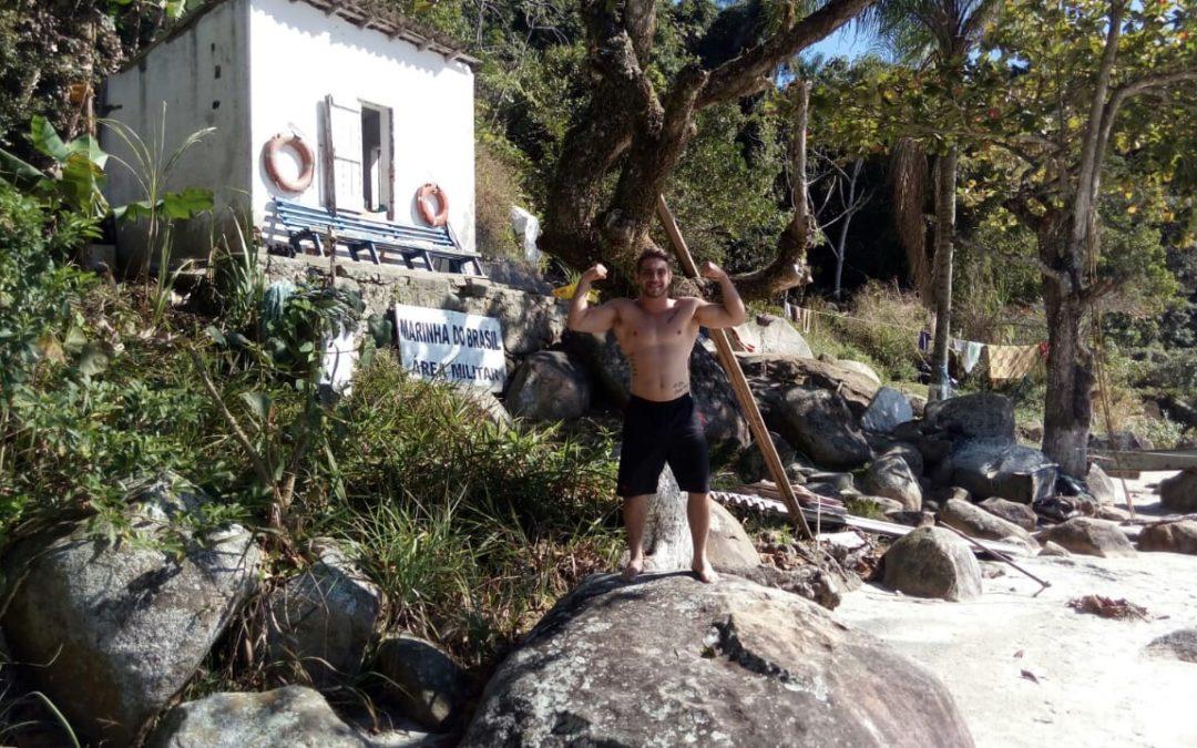 Ator e modelo Filipe Abdielcurte momento de lazer em Ilha Comprida