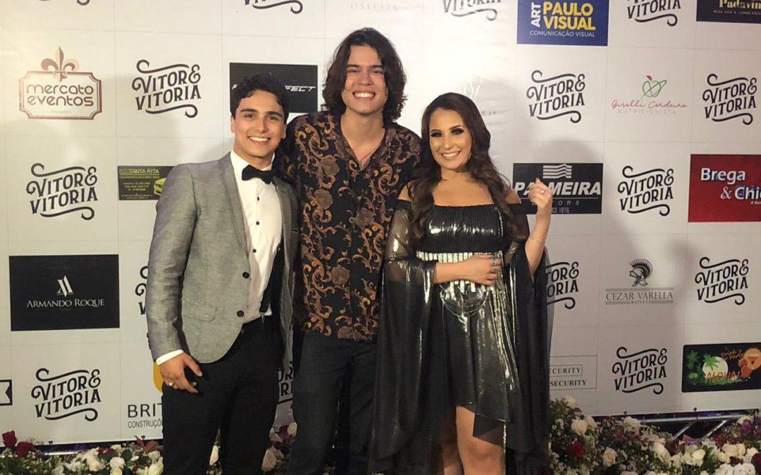 Gabriel Veschi prestigia lançamento do DVD da dupla Vitor e Vitória