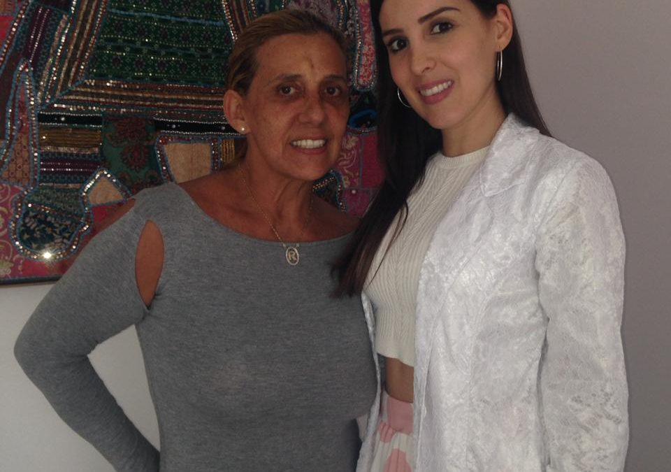 Rita Cadillac cuida da pele em famosa clínica de São Paulo