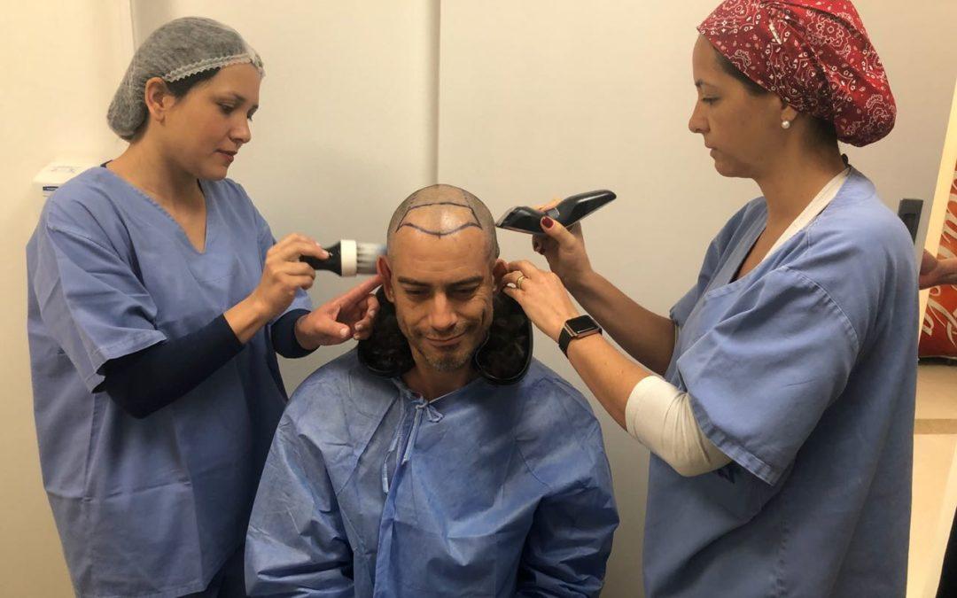 Após perder vários papéis em novelas devido a calvície, ator Diego Cristo se submete a transplante capilar