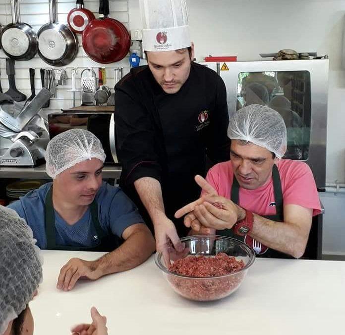 Alunos Especiais: Renomada escola de gastronomia abre turma com portadores de síndrome de down e autismo