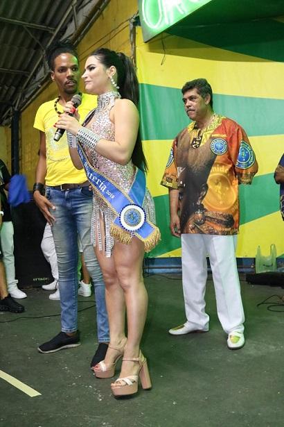 Climão! Rainha de bateria da Unidos do Peruche desiste de desfilar por conta de Raíssa Barbosa que ontem foi coroada Musa de bateria