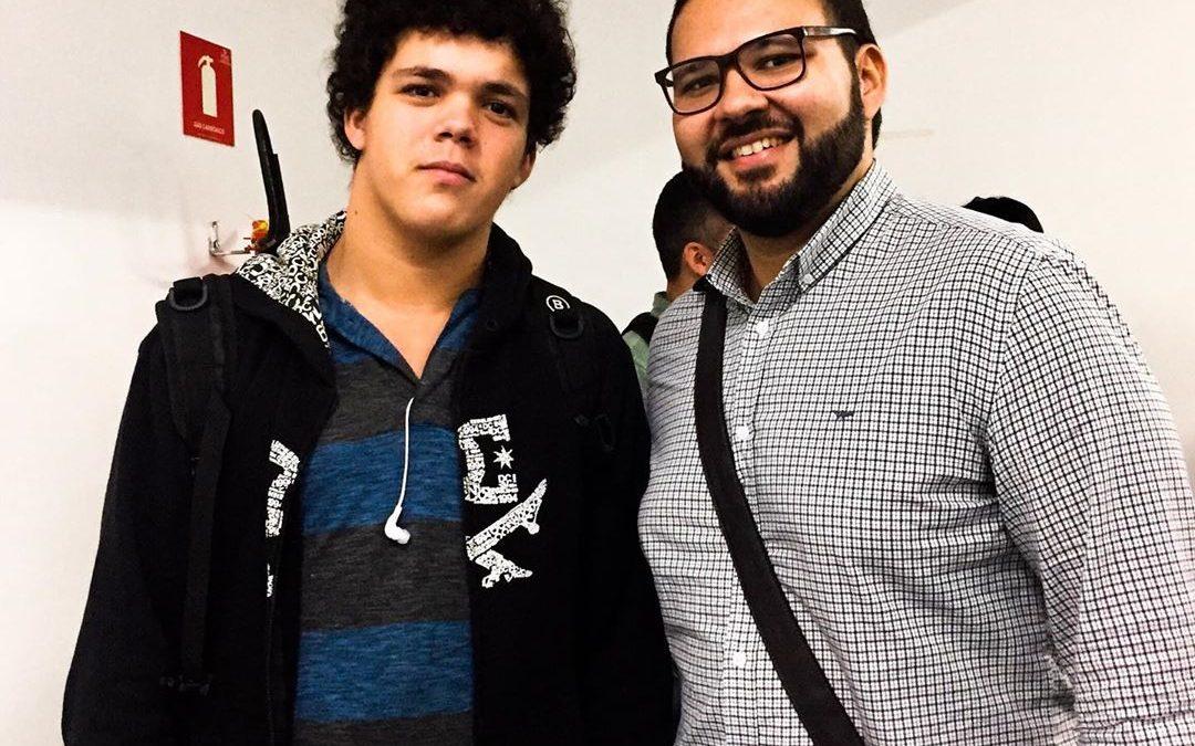 Luca Moreira acompanha palestra de Marcos Lacerda da BandNews FM