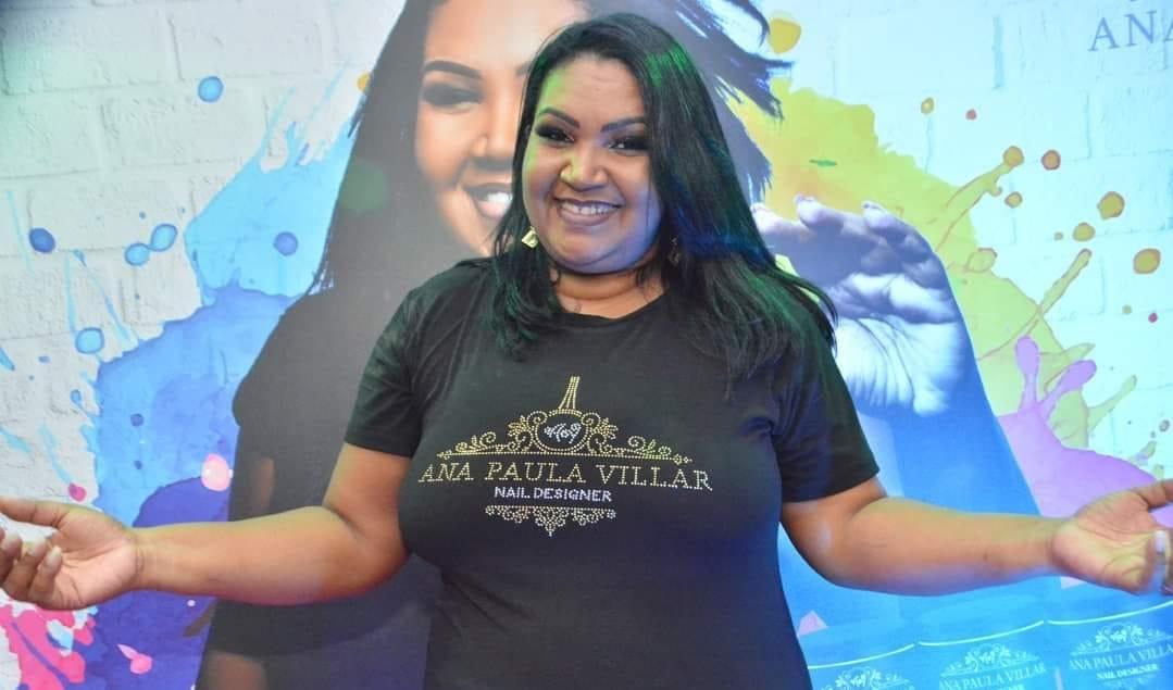 Manicure que virou fenômeno na internet lota Mercadão de Madureira em lançamento de sua nova linha de esmaltes