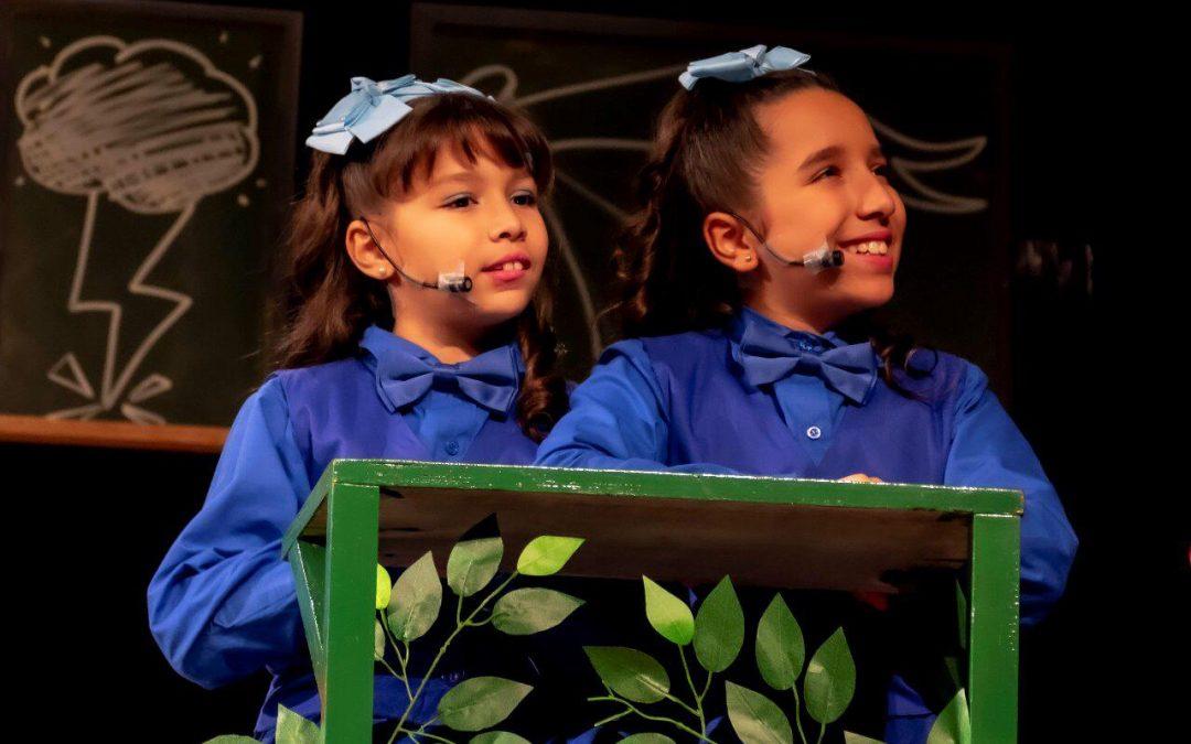 Juliana e Giovanna Galdino fazem sucesso dentro e fora do palco