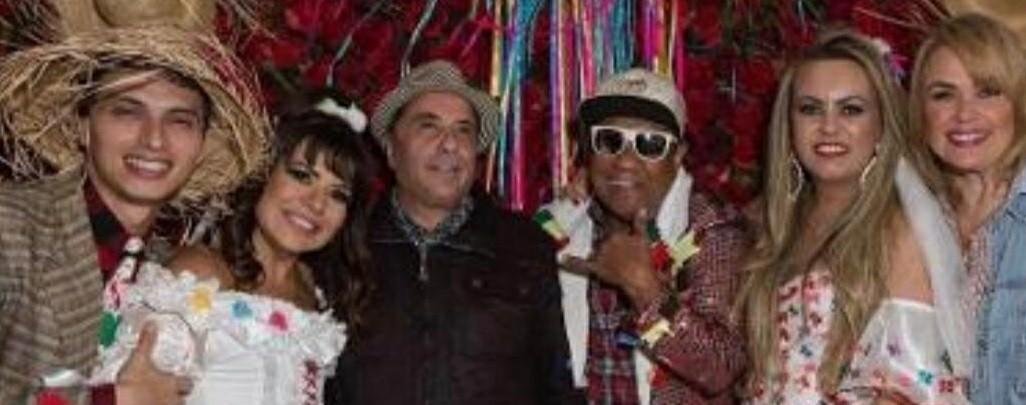 Famosos vão a festa de Liminha e Fernanda Fiuza
