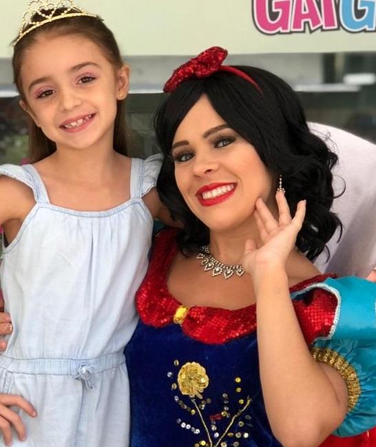 Duda Bortolami e Emanuelle Arruda têm dia de princesa em salão de beleza