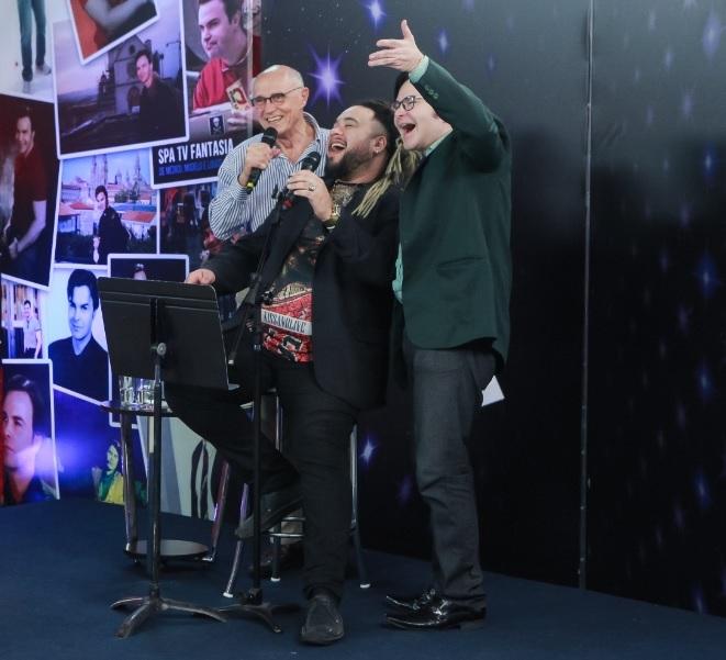 Eduardo Suplicy canta com Paulo Cremona e dá um show de intelectualidade com o apresentador Evê Sobral.