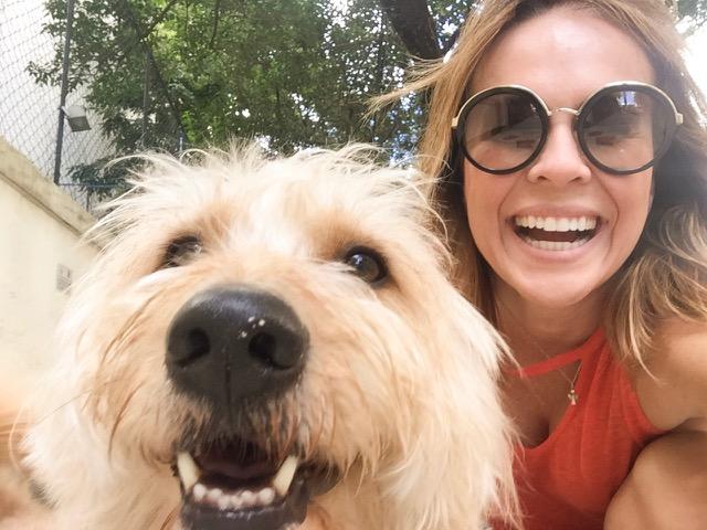 Carolina Stofella conta sobre sua relação com os animais e incentiva a adoção