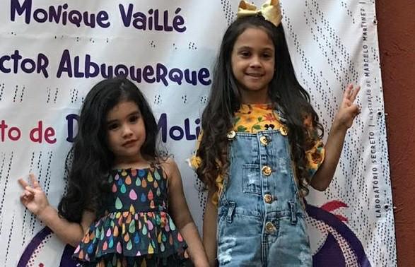 Manuella Consorte e Prsicila Louise prestigiam a peça 'A Menina do Kung Fu'