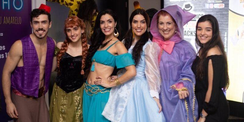 Yasmin Ronquetti, Alice Hemery, Priscila Louise e Duda Quadros assistem 'Um Sonho de Musical' no teatro Clara Nunes