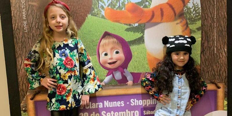 """Priscila Louise, Alice Hemery, Manuella Consorte e Bárbara Guedes assistem """"Masha e o Urso"""""""