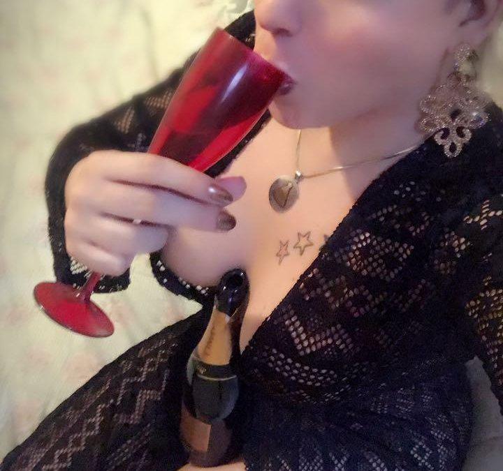 """Solteira, modelo trans Rafaela Bellucci fala que o homem ideal é o que não tem tabus na hora do sexo"""""""