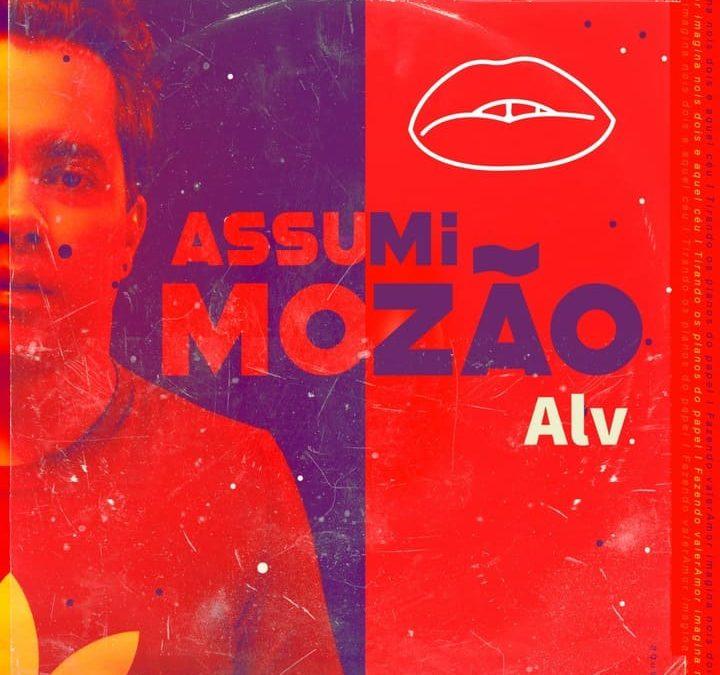 """Alvares aposta no funk """"Assumi Mozão"""" e revela nova face de trabalho"""
