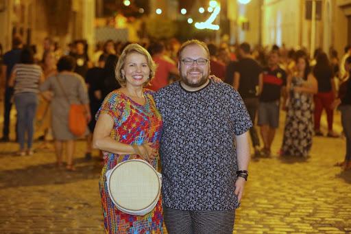 Jornalista Rodrigo Teixeira é recebido com festa na Bienal Internacional do Livro de Alagoas