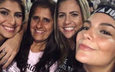 Giulliana Succine vibra com amigas durante última apresentação da turnê de Sandy e Junior