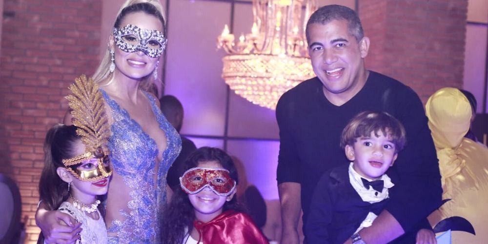 Letícia Santiago faz baile de máscaras para comemorar aniversário