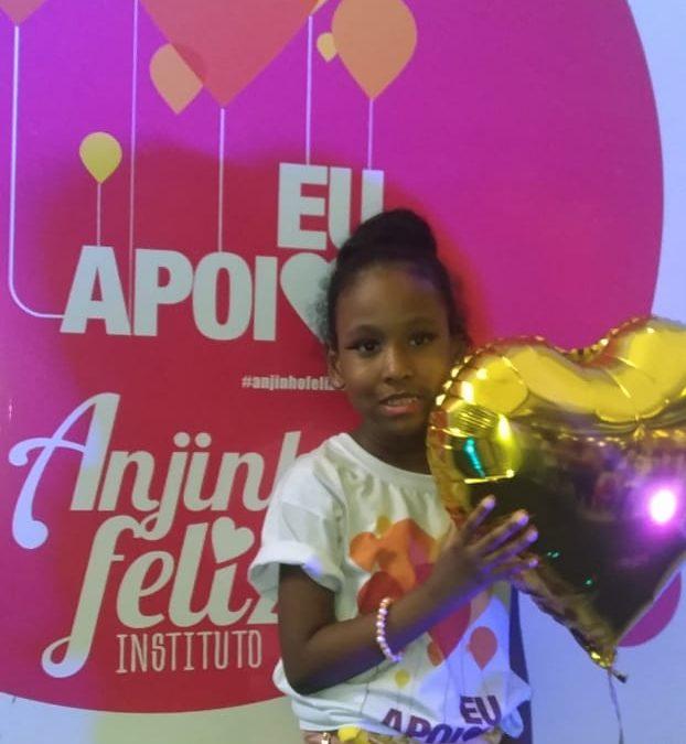 Elena Bomfim desfila para o instituto Anjinho Feliz