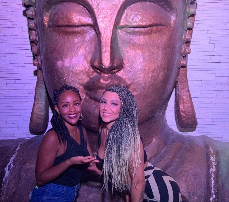Filha da Gretchen Jenny Miranda retorna ao Brasil e muda visual