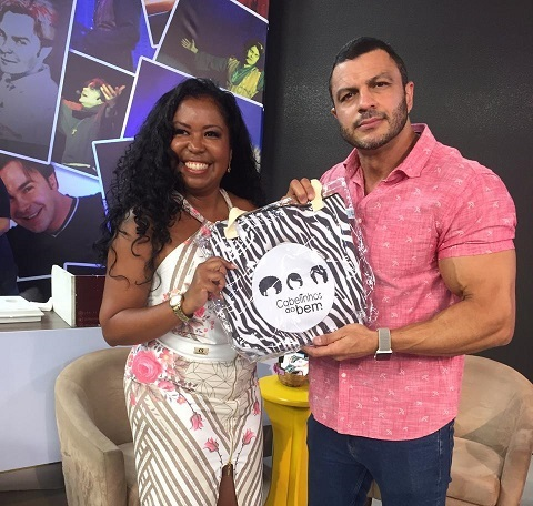 """Bambam se encanta com o projeto """"Cabelinhos do Bem""""."""