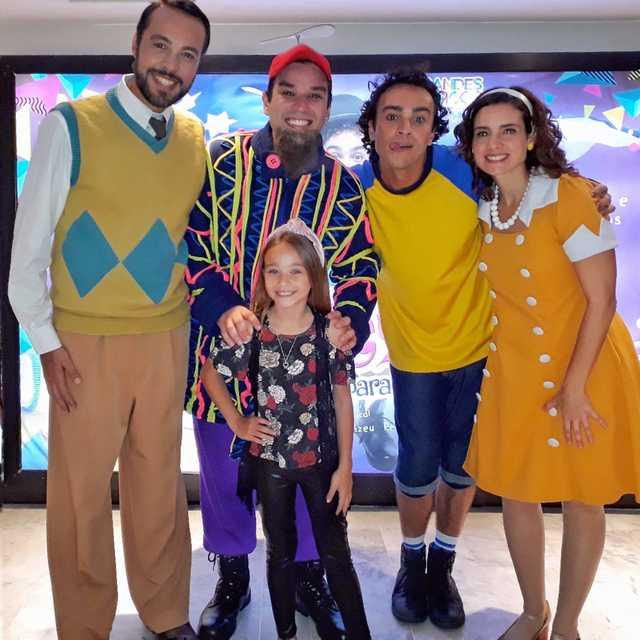 Atrizes e modelos mirins assistem ao musical infantil 'Raulzito'