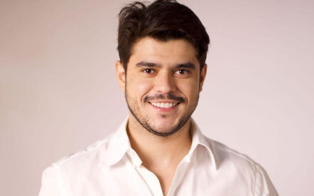 Hairstylist Dougllas Dias é premiado entre os melhores profissionais do Brasil