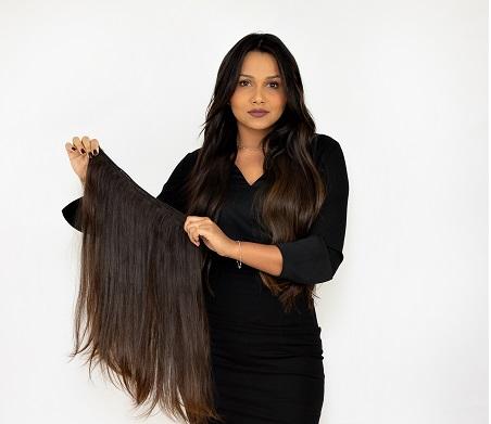 Queridinha das celebridades, Marla Muniz se destaca na aplicação de mega hair na quarentena