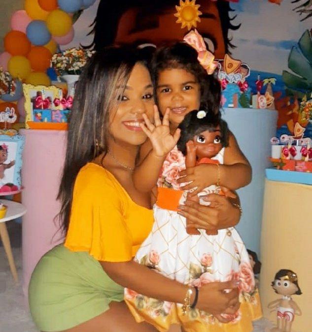 Musa Fitness, Caroline Lima comemora aniversário da filha com festa online