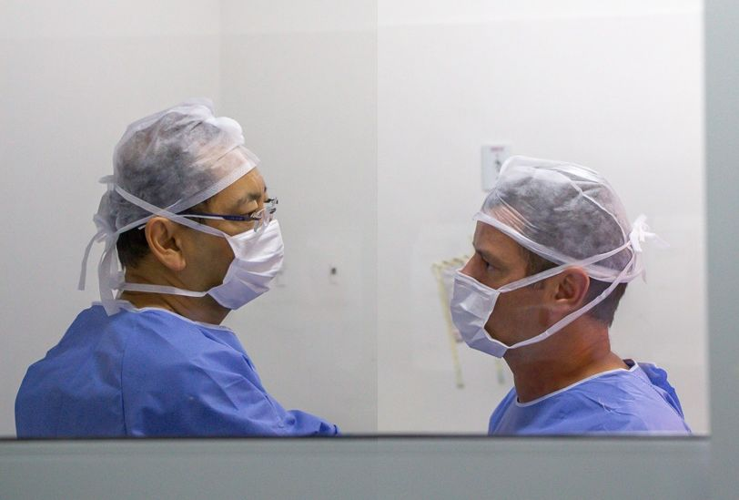 Os Drs.Alexandre Silva e Maurício Saito utilizam técnica inédita para gestantes