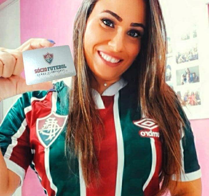 Rainha de torcidas tricolores, Lívia Portella incentiva campanha de sócio-torcedores do Fluminense