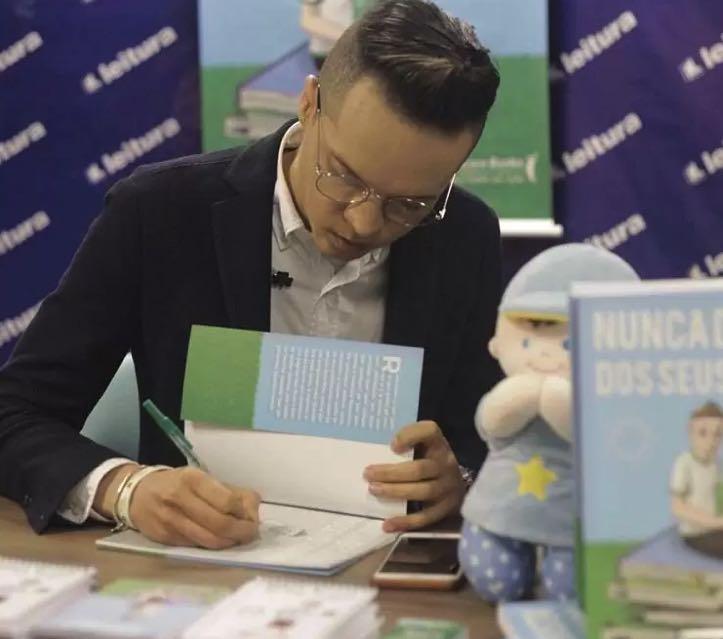 Arrecadação de livros é principal ação projeto Nunca Desista dos Seus Sonhos ( Foto: Acervo Pessoal )