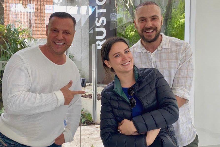 Ator Sérgio Guizé realiza transplante capilar com Dr.Ruston em SP