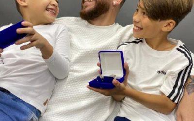 Papai e Música! Marca de Jóias convida músico com seus filhos para estampar coleção masculina que chega para o mês de agosto junto com o dia dos pais