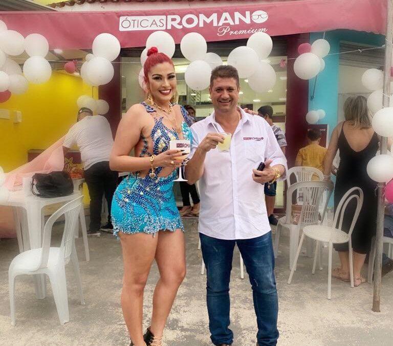 Nanda Marques prestigia inauguração da ótica Romano Premium