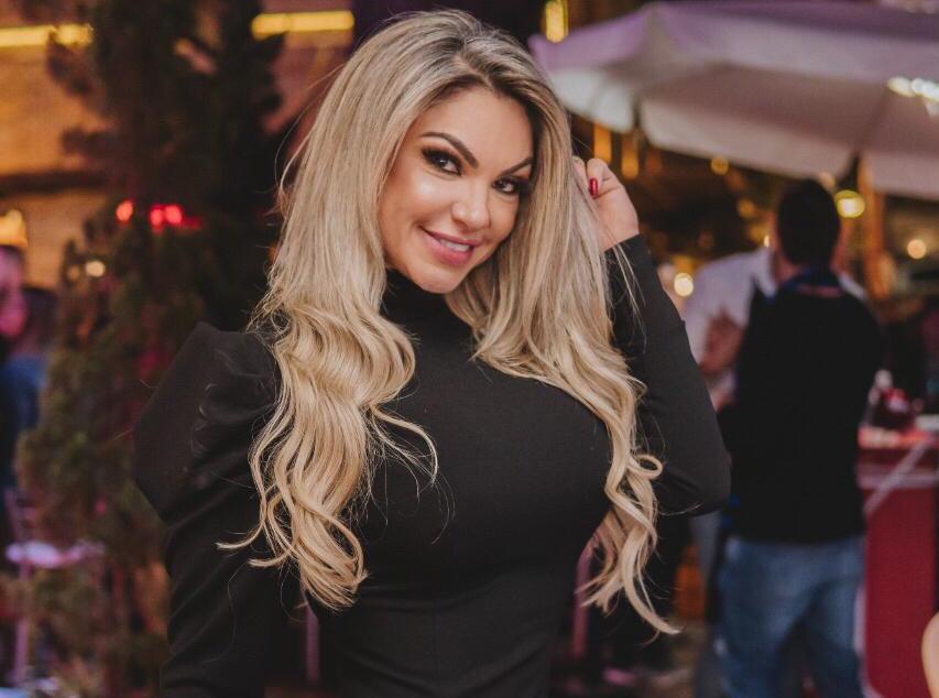 Capa da Sexy, Thalita VP agita festa em Campos do Jordão para lançar ensaio nu