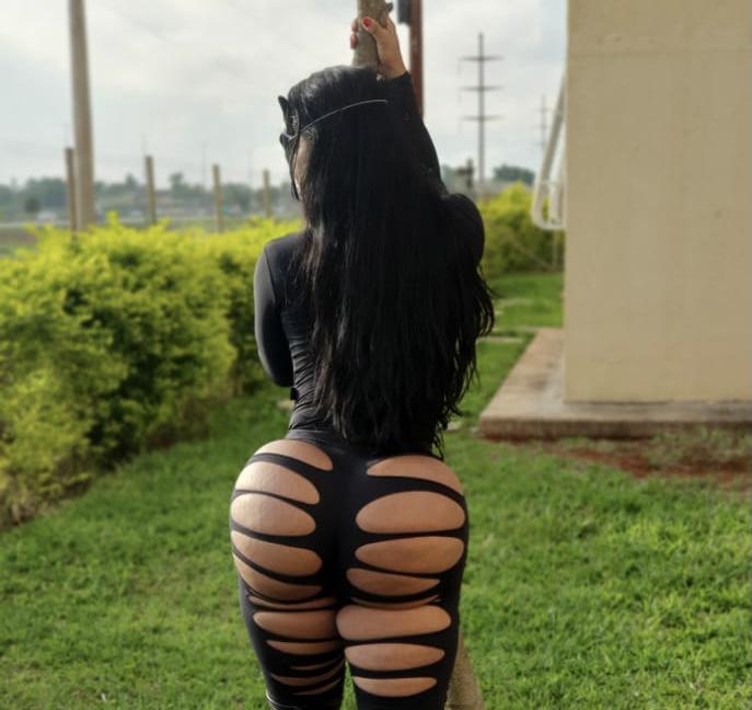 Musa fitness Vanessa Ataídes exibe bumbum de 126cm em fantasia de Mulher- Gato