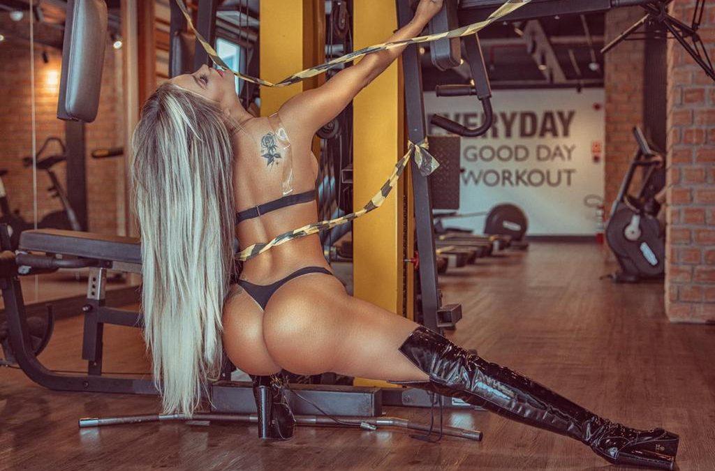 Musa fitness faz ensaio sensual para exaltar importância das academias de ginástica