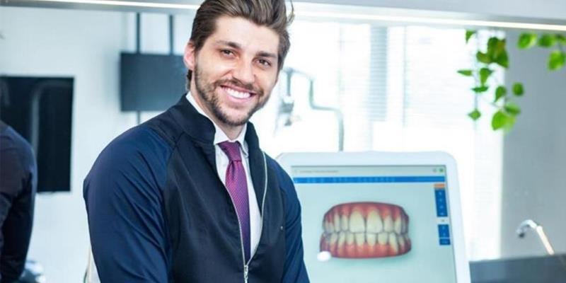 Dr Menegucci relembra dificuldades de início de carreira na odontologia
