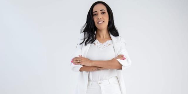 Empresária Roberta Silveira faz sucesso como designer de sobrancelhas na Baixada do Rio de Janeiro