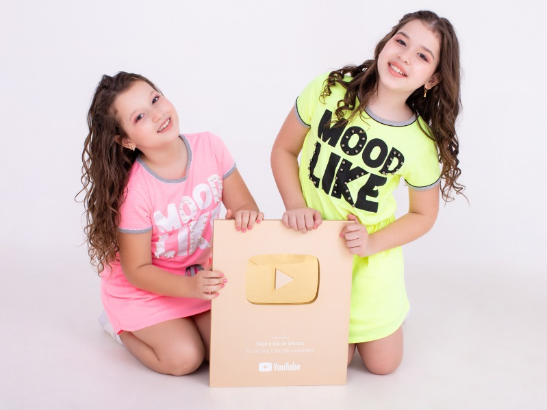 """Assista o videoclipe de """"Meu Primeiro Dia de Aula"""" das Youtuber Mirins Maria Clara e Maria Eduarda"""