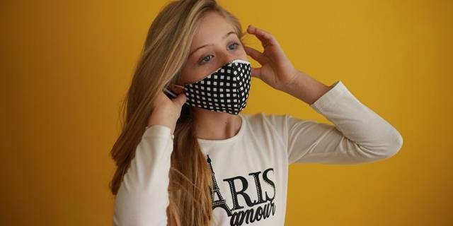 Mini Miss Brasil, Djenifer Auler, faz ensaio fotográfico incentivando o uso da máscara