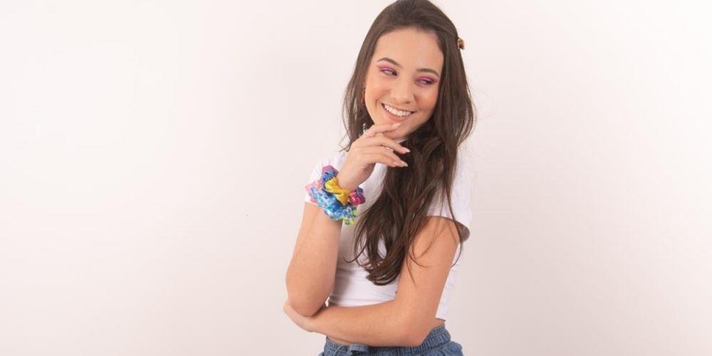 Atriz e cantora, Julia Pimentel, irá interpretar Alice na peça 'Alice Wars' no Clara Nunes