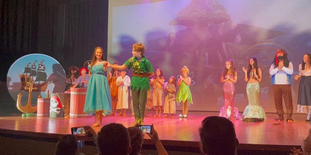 Atriz e modelo, Julia Pimentel, estreia como 'Wendy' na peça 'O Novo Peter Pan' no Teatro Clara Nunes