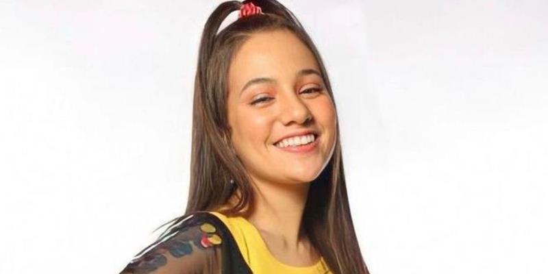 Julia Pimentel interpreta Wendy na peça 'O Novo Peter Pan', do diretor Bruno Pereira, no teatro Clara Nunes