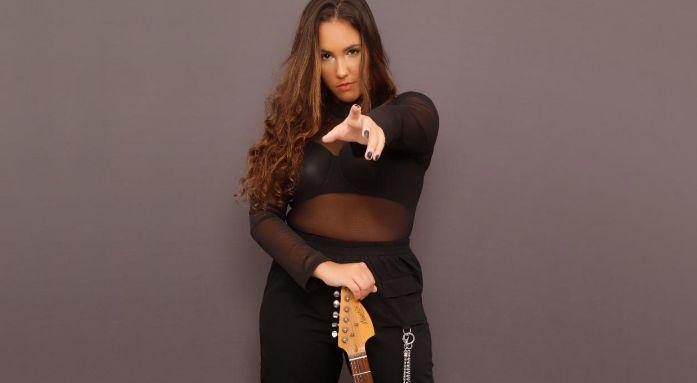 Porta-retrato: novo single de Gabi Ribeiro