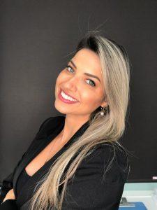 Katherine de Andrade Kindlein Cirurgiã-dentista (UFRGS)/ Especialista em Cirurgia e Traumatologia Bucomaxilofacial e Especialista em Harmonização Orofacial