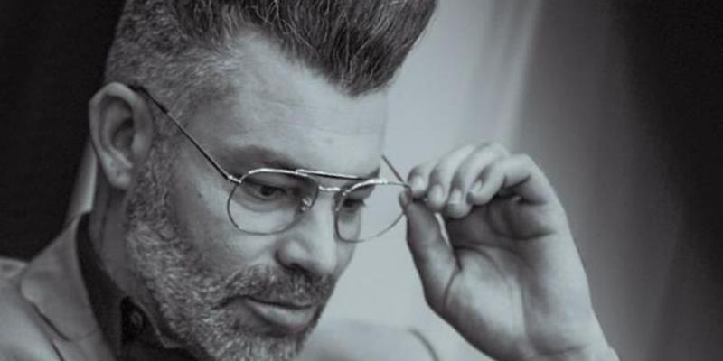 Especialista em transição para grisalho, hairstylist e influenciador digital Nell Carmo está entre os mais procurados do mundo