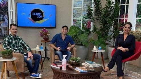 RBTV: Anddreh Ponttez marca presença no programa Tarde Top, comandado pela Nani Venâncio