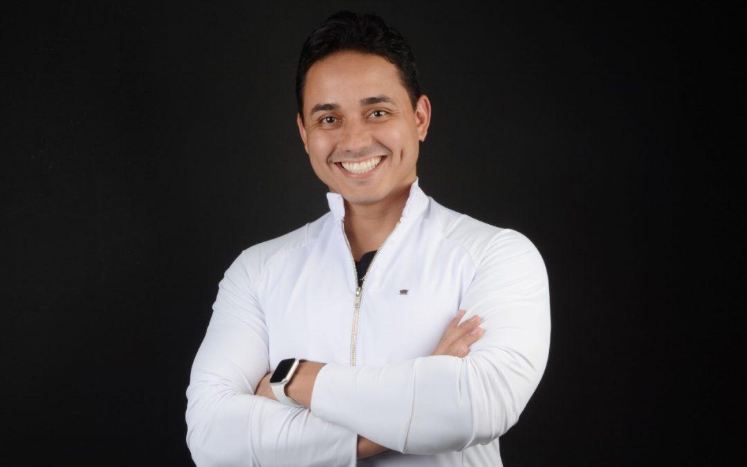 Dr. Lucas Firmino: conheça o dentista considerado referência em transformação em sorriso e da face